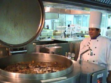 Приготовление блюд в столовой