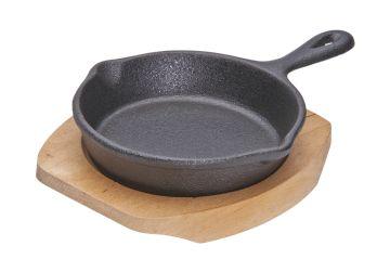 Сковорода на деревянной подставке