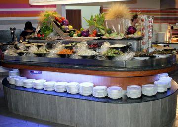 Салат-бар в ресторане