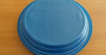Одноразовая пластиковая тарелка