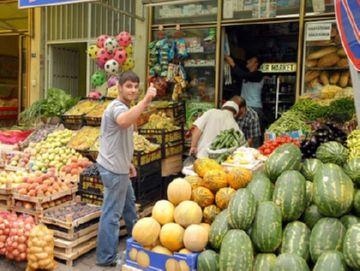Закупка овощей и фруктов на рынке